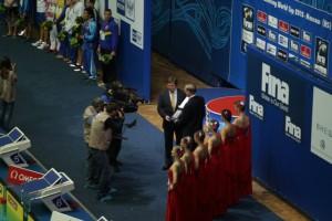 Высокая международная награда Президенту федерации плавания России, неоднократ ному олимпийскому чемпиону Влади миру Сальникову
