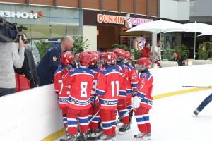 .Юные армейцы слушают тренера