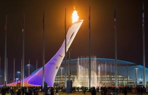 Олимпийский факел озаряет Сочи