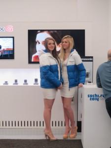 В Музее эти девушки в олимпийской экипировке пользовались популярностью