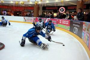 В хоккей играют настоящие... инвалиды