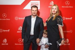 Алексей Немов с женой Галиной  и смышленым ребенком