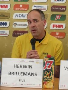 Технический супервайзер Международной Федерации волейбола Хервин Бриллеманс