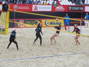 Американки (справа) доминировали на турнире