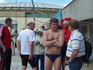 """Дмитрий Волков, многократный рекордсмен мира, ныне главный редактор журнала """"Плавание"""" часто выходит на  старты, испытывая острую конкуренцию."""