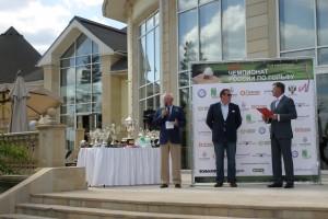 Президент Ассоциации гольфа России( в центре) на церемонии  награждения