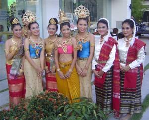 Дружелюбные м спортивные девушки Таиланда