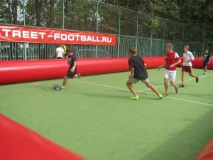 Оригинальный стрит-футбол на надувном футбольном поле