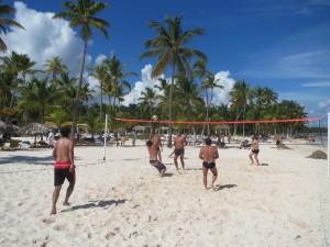 Волейбольные баталии на коралловом песке