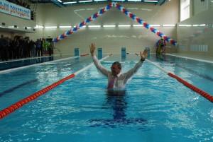 Ректор МГУЛа Виктор Санаев, торжественно открыв прекрасный бассейн, был брошен в него благодарными студентами и преподавателями