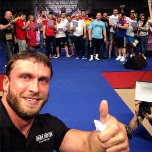 Дмитрий доволен собой и рад встрече с друзьями
