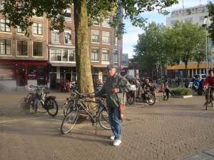 И я в ходе поездки много покатался на велосипеде. Не дорого
