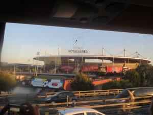 Ведущий стадион Франции,где пройдут финальные баталии. Снимок из автобуса.