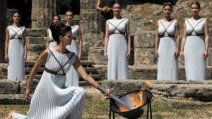 Зажжение олимпийского огня торжественная и волнующая церемония.
