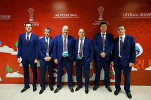 Почетные гости и организаторы на жеребьевке в Казани